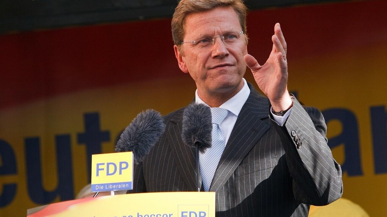 © Dirk Vorderstraße